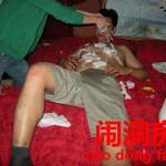 中国結婚初夜に友人達が新郎新婦をからかう行事。【闹洞房】