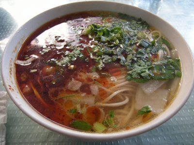 濁りのないスープ。本場の蘭州ラーメン