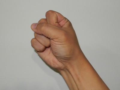 中国式に数字の十を手で表現