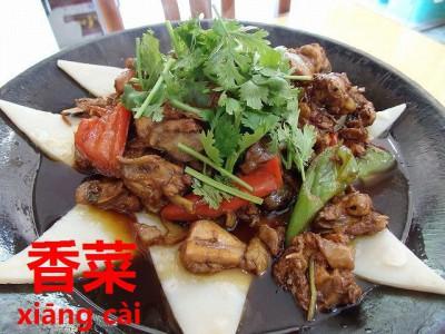 地锅鸡と香菜