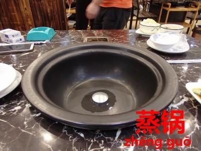 深鍋の海鮮蒸し鍋
