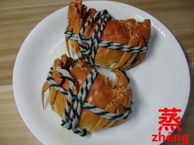 赤く蒸し上がった上海蟹