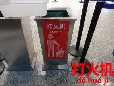 中国の空港のライター回収ボックス