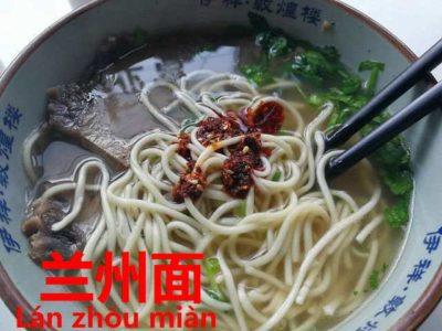 蘭州麺にオンするラー油
