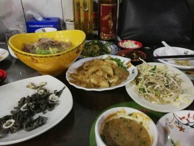 沢山の北京料理と日本の芋焼酎「赤霧島」