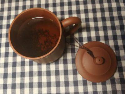 お茶を入れた紫砂