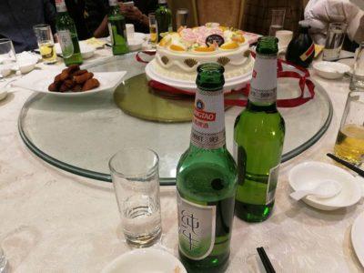 中国忘年会と白酒のグラス