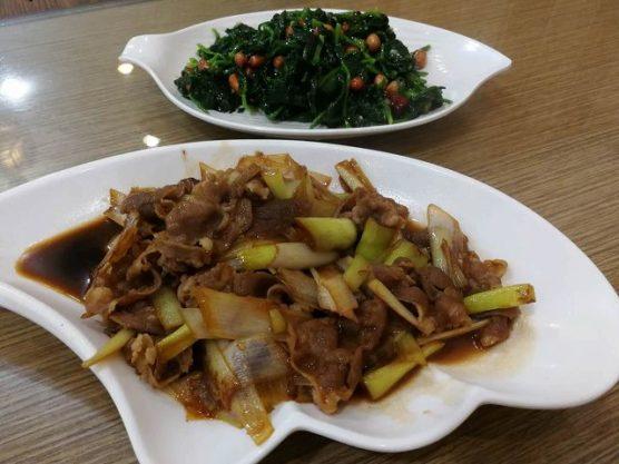 中華グルメ東北料理のピーナッツとほうれん草の和え物