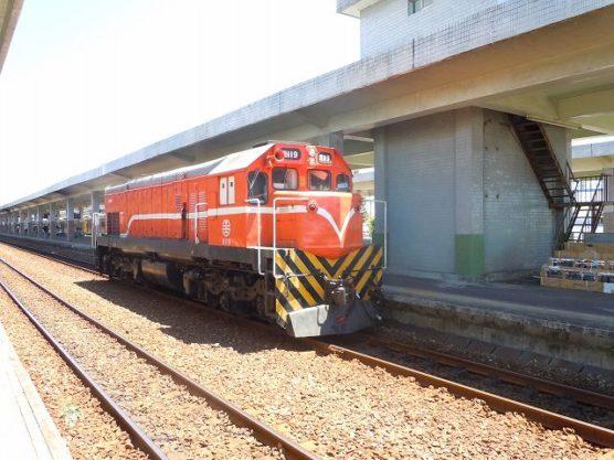 台東の乗り換え待ち列車