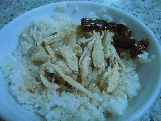 台湾名物の鶏肉飯