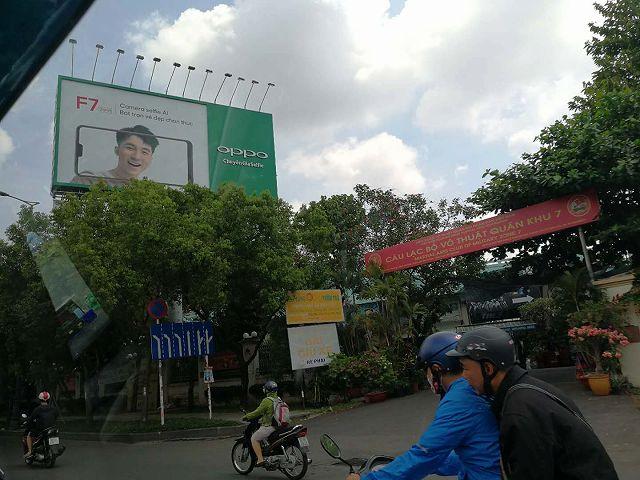 中国メーカーOPPOベトナム広告