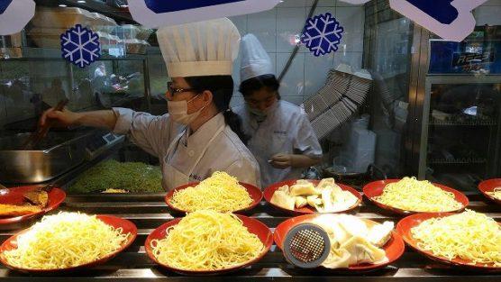 冷麺製造作業