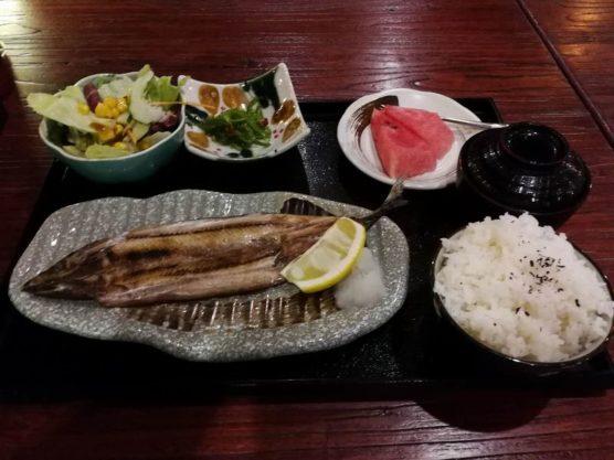 中国の秋刀魚の塩焼き定食