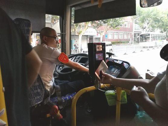 上海公共バスでスマホ読み取り
