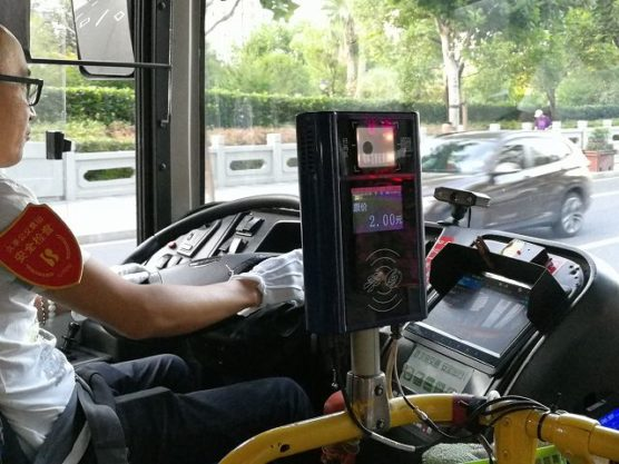 上海公共バスのカードリーダー