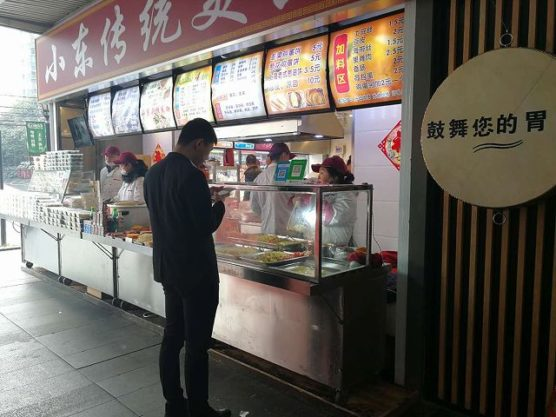 衛生的な決済にった中華ファストフード店舗