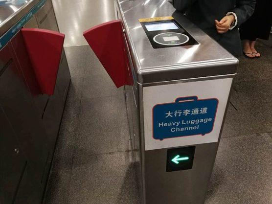 スキャナー対応の中国地下鉄改札口