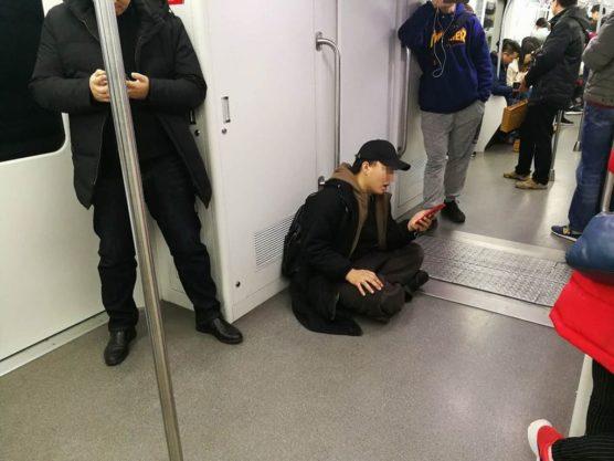 上海地下鉄のマナー悪い中国人