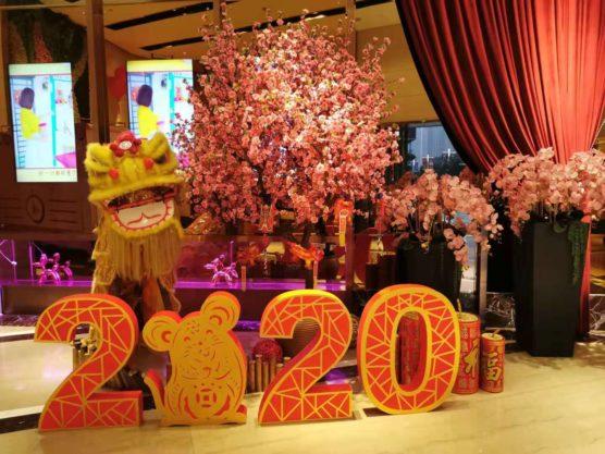 中国のカラオケ屋も新年模様