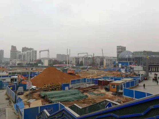 湖北省武漢の町並み建設中の都心部