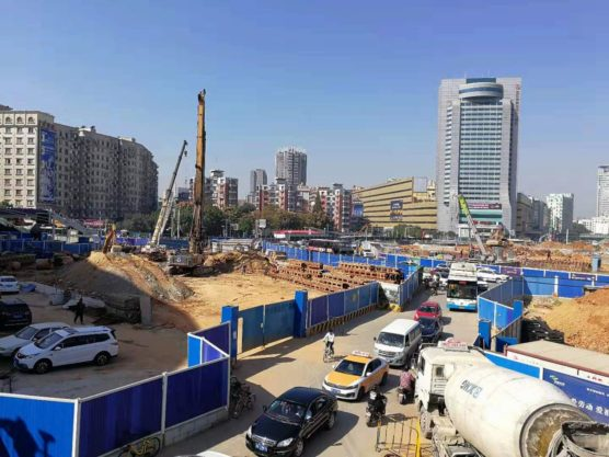 湖北省武漢の町並み建設中の都心部3