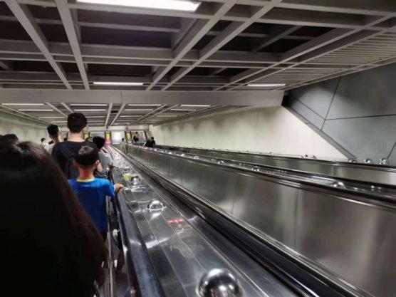湖北省武漢の地下鉄エスカレーター